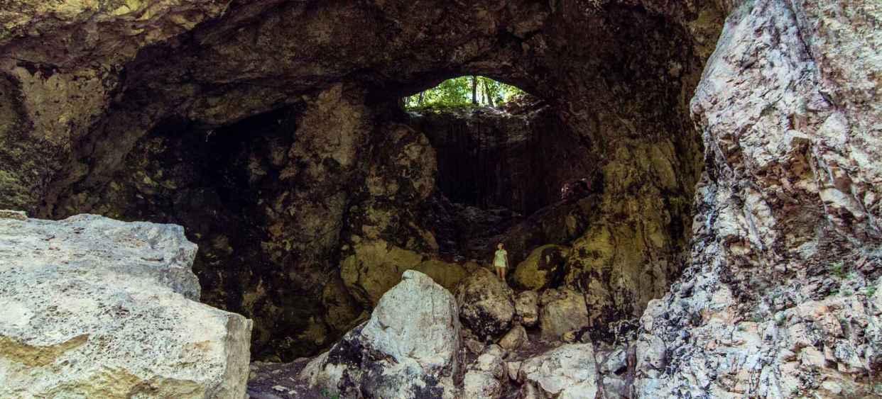 Пещера Сквозная : открой Россию в приложении TopTripTip